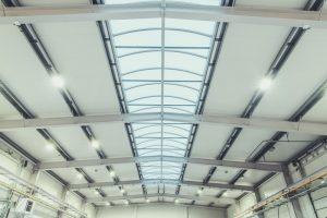 Normy oświetleniowe w budynkach przemysłowych